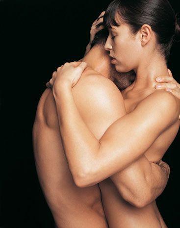 Haz noktası 3   Kadınların göğüs uçlarının cinsel şehvetin kontrol merkezi olduğu bir gerçek. Fakat uzmanlar erkeklerin göğüs uçlarının, kadınlarınkinden çok daha hassas olduğunu keşfetti.   Birçok erkek için göğüs uçları kadınların es geçtikleri oldukça erojen bölgelerdir. Onlara dokunun, böylece beynine şok dalgaları gönderecek ve gördüğünüz hazza şaşıracaksınız. Farklı bir deneyim ve ekstra etki istiyorsanız, buz yiyin ve soğuk dilinizle göğüs uçlarınızı uyarın.